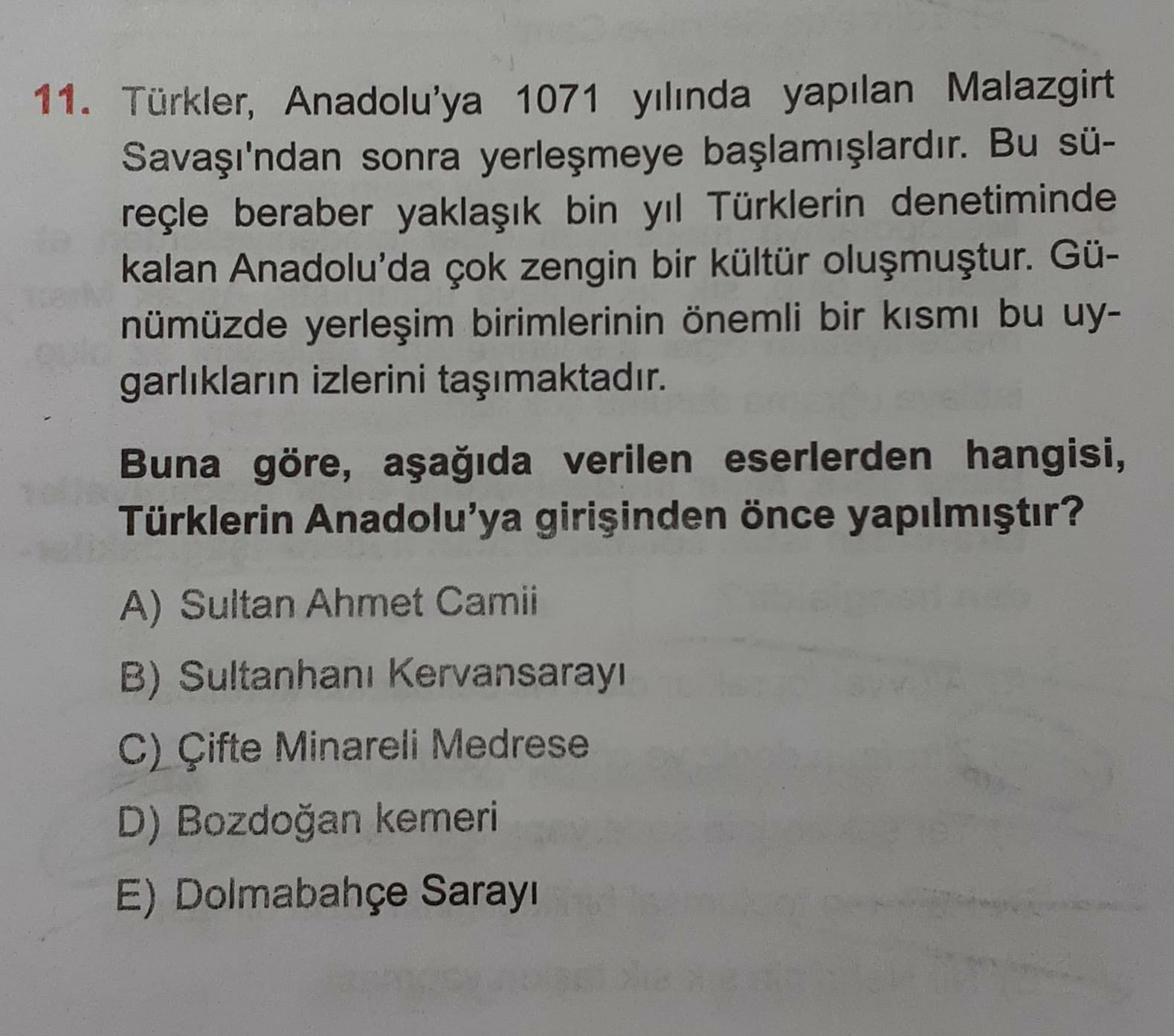 11. Türkler, Anadolu'ya 1071 yılında yapılan Malazgirt Savaşı'ndan sonra yerleşmeye başlamışlardır. Bu sü- reçle beraber yaklaşık bin yıl Türklerin denetiminde kalan Anadolu'da çok zengin bir kültür oluşmuştur. Gü- nümüzde yerleşim birimlerinin önemli bir