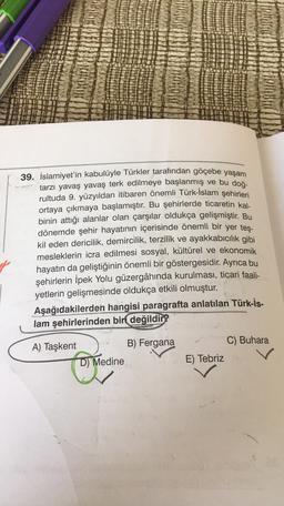 39. İslamiyet'in kabulüyle Türkler tarafından göçebe yaşam tarzı yavaş yavaş terk edilmeye başlanmış ve bu doğ- rultuda 9. yüzyıldan itibaren önemli Türk-İslam şehirleri ortaya çıkmaya başlamıştır. Bu şehirlerde ticaretin kal- binin attığı alanlar olan çar